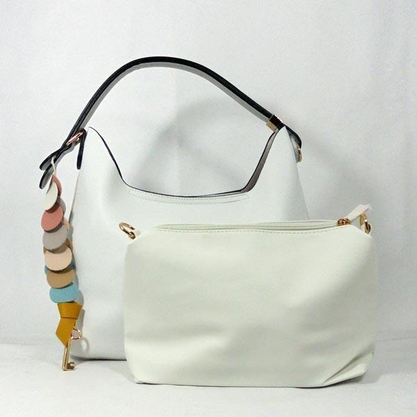 Bolso blanco redondeles colores. #handbags #fashion #bags #bag #handbag #purse #handbags #handbagshop #handbagseller #handbagsale #handbagsforsale #handbagset #handbagslover #handbagsonline #handbagsupplier