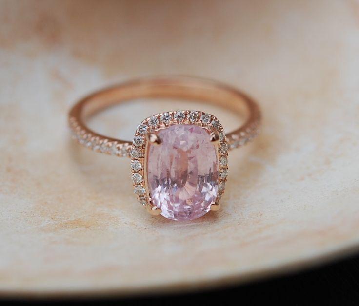 Pfirsich Sapphire Ring Rose Gold Verlobungsring 2,37 ct Kissen 14k rose gold-Diamant-Ring. von EidelPrecious auf Etsy https://www.etsy.com/de/listing/248875937/pfirsich-sapphire-ring-rose-gold