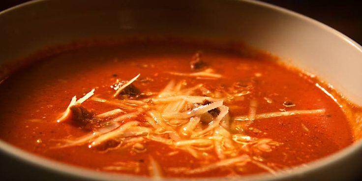 Middagstips: Det skal godt gjøres å lage tomatsuppe raskere enn dette.
