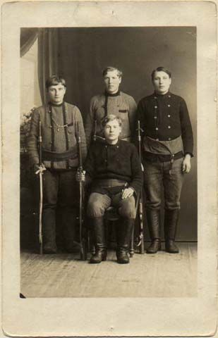 Civil War - Red soldiers from Artjärvi., Vuorinen brothers. Punakaartilaisia Artjärveltä, Vuorisen veljekset.