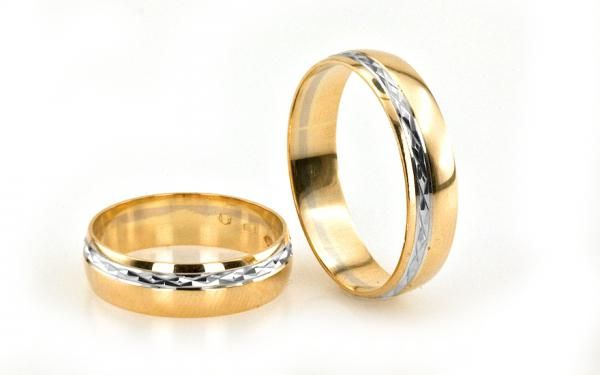 Klasické svadobné obrúčky zaoblené gravírované biele a žlté 14 K zlato