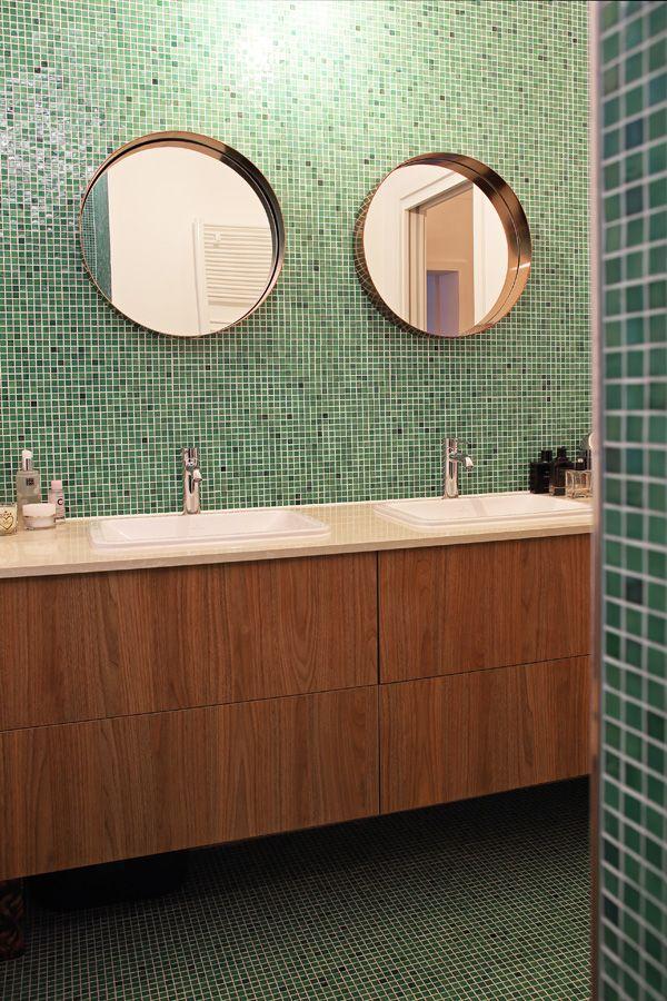 Salle de bain - un intérieur déclinant les notes bleues, du sol au
