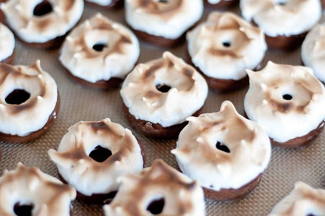 Mexican Hot Chocolate Donuts with Toasted Marshmallow Frosting Desserts Recipe, Toast Marshmallows, Chocolates Donuts, Frostings Recipe, Mexicans Hot Chocolates, Marshmallows Frostings, Frosting Recipes, Toasted Marshmallow, Chocolate Donuts