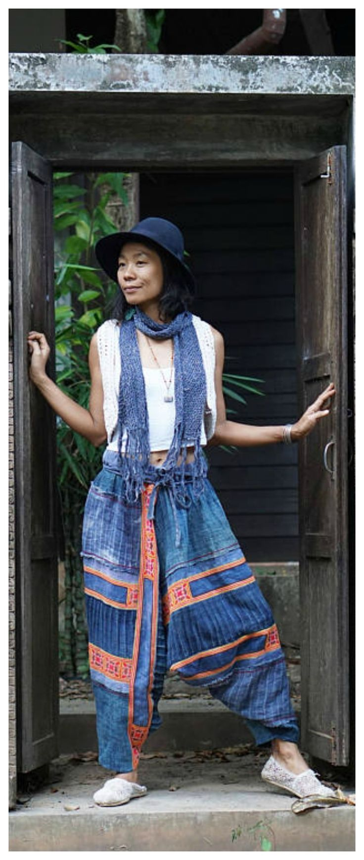 Hmong clothing, beautiful Hmong harem pants patchwork, beautiful cross stiches embroiderie