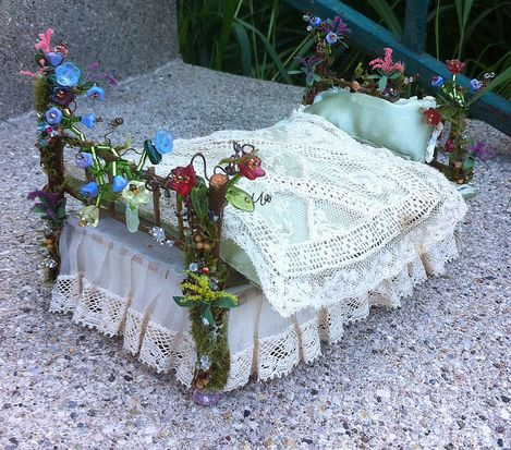 This has to be one of the BEST fairy beds I have ever seen (inspiration only)  *******************************************  made by amilerhaha #fairy #garden #house #bed t