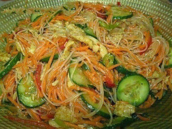 Салат с моркови и мяса и уксуса