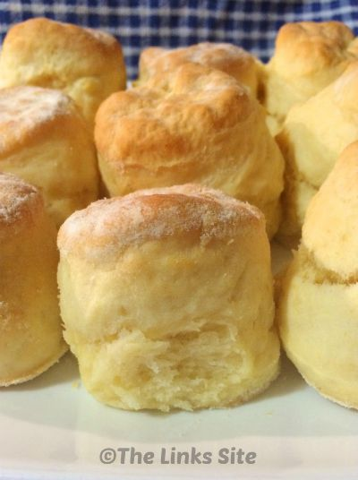 This easy scone recipe makes the best scones ever and it only has 3 ingredients! thelinkssite.com
