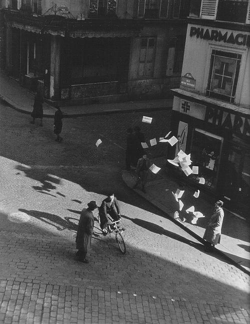 Rue Henri-Monnier Paris 1944  Photo:Robert Doisneau,