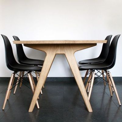 Dining table. (DIY Inspiration - the leg/braces would be so cool in bamboo plywood!)