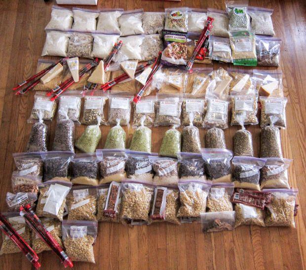 Cenas deshidratadas + mixes de frutos secos y dulces en bolsas ziploc. wanderingthewild.com