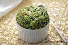 Il soufflé agli spinaci è un antipasto buono, leggero e delicato, perfetto per cominciare al meglio una cena o un pranzo. La difficoltà del soufflé sta nella cottura che deve essere perfetta per permettere al soufflé di crescere e dorarsi al punto giusto.
