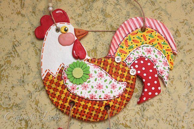 У одной из жительниц нашей страны - GALA1507 как-то увидела такую яркую и нарядную курочку, были при ней и цыплятки. Ну ОЧЕНЬ захотелось сповторюшничать! И вот... на свет появилась такая красотулька. фото 2