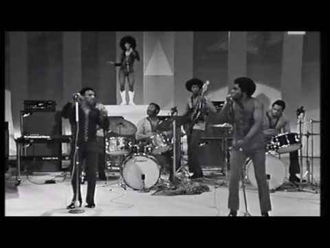 """The man who started it all doing his thing...James Brown """"Sex Machine""""  Rome on April 24, 1971"""