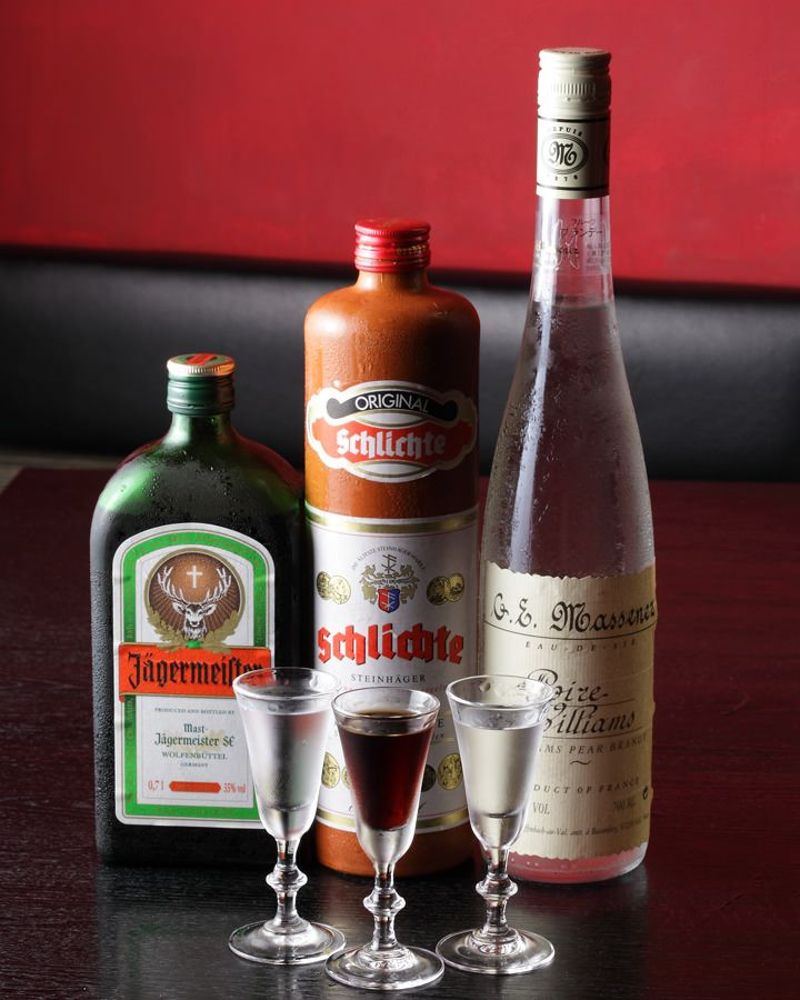 "Schnaps, German clear brandies distilled from fermented fruits, as digestif ドイツの""強いお酒""の総称 ショットグラスでぐいっと♪"
