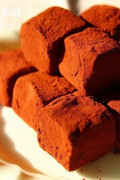 定番の生チョコ♡ 2:1でとっても簡単。 つい食べ過ぎちゃう美味しさです♡