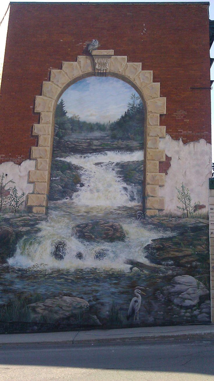 Protection de fresques murales avec le PSS20, murales peintes à la main dans la ville de Sherbrooke, Québec.