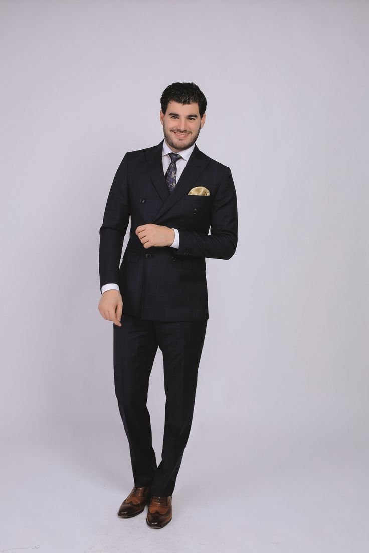Double-breasted navy suit - no shoulder-pads, wider lapel: trendy and comfortable