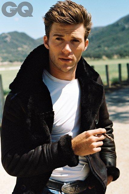 Scott Eastwood wears: