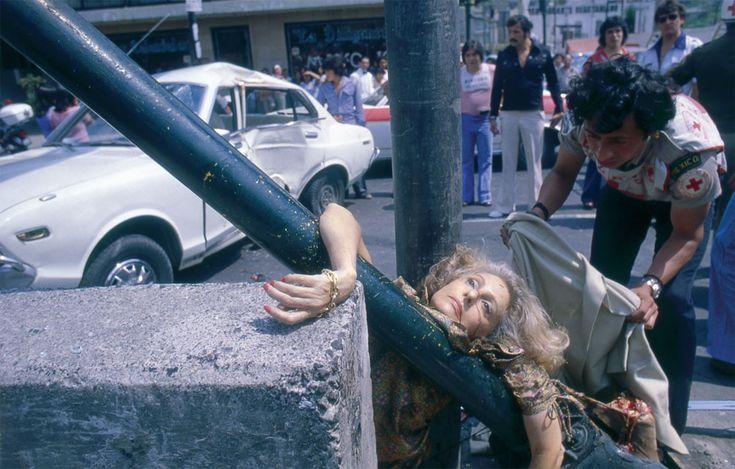 Il a photographié des scènes de crimes à Mexico pendant cinquante ans. Comment a-t-on fait pour ne pas le découvrir plus tôt? M. Metinides nous parle de sa vie et de son travail. Imagine que c'est ton grand-père.
