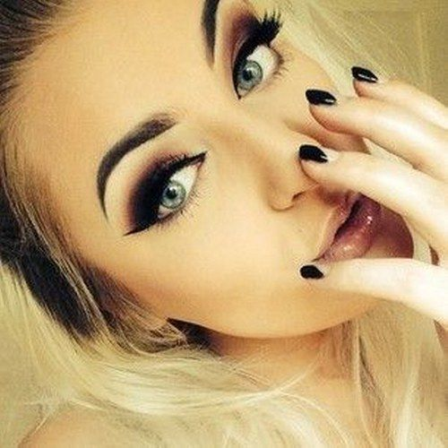 Omg.. black shadow with those wonderfully dark brows. I'm in love