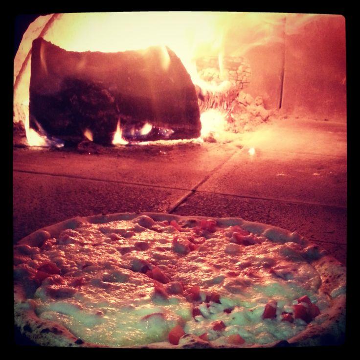 """Il famoso caciocavallo podolico del Gargano sulla pizza è davvero il massimo...!! The famous """"caciocavallo podolico"""" of the Gargano on pizza it's really wonderful..!! #gargano #puglia #food #cibogenuino #cibo #tradizioni #esperienzegargano #mygarganoexperience #pizza #yummy"""