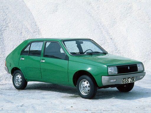 Renault 14. Min andra bil, fast min var ljusblå. Rymlig men svag familjebil. Kall på vintern.