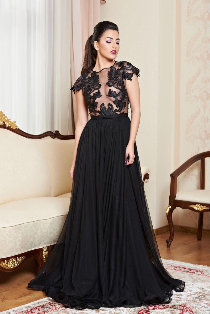 Rochie Ana Radu Red Carpet Event Black. Rochie lunga, de ocazie realizata din combinatie de material: tul cu voal si dantela. Este o rochie superba pentru evenimente speciale: nunta, botez sau alte ceremonii.