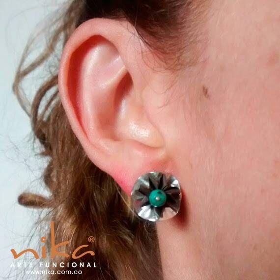 Mira este artículo en mi tienda de Etsy: https://www.etsy.com/listing/271620543/sale-silver-stud-earrings-turquoise