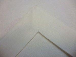 Pour une nappe, par exemple, tuto pour avoir des ourlets parfaits des deux cotés avec des coins présentables des deux cotés, Demande de la minutie.