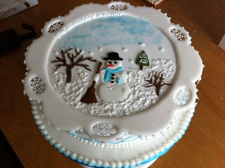 Christmas Cake Icing Decoration Ideas : 3702 best images about Christmas/Winter Cakes on Pinterest