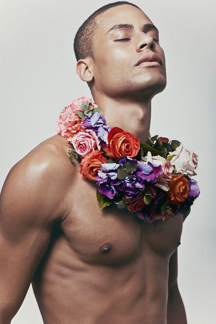 naked-man-flowers-pono-stars-latinas