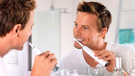 Periuța de dinți electrică sau normală? Care e mai bună