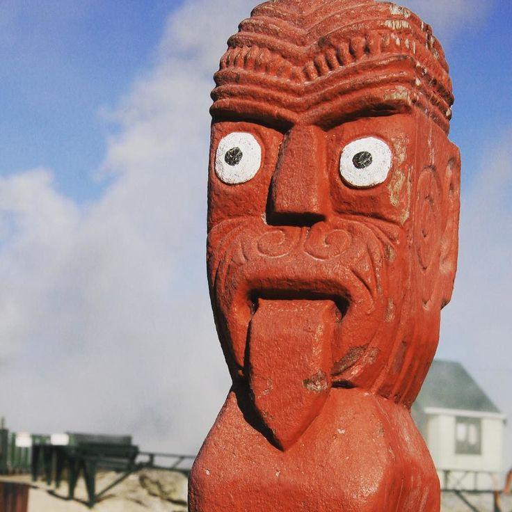 Tiki / Maori statue in New Zealand.  #welovetravel #contourairse #litemeravallt #reseblogg #exploringtheworld #rundresa #paketresa #resa #traveling #travel #pin #tgif #newzealand #tiki #maori