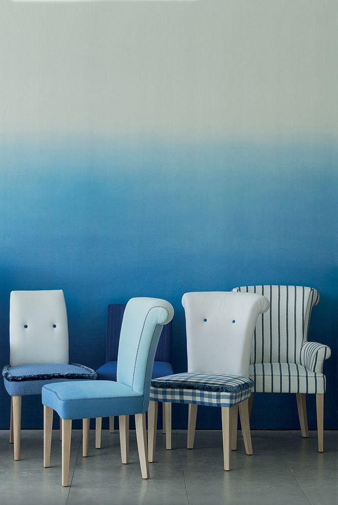 Van helder #blauw naar #zachtwit. Het behang van #Designers #Guild is uniek door het prachtige #kleurverloop, dat een extra dimensie in je kamer brengt en je nog meer laat spelen met kleur.