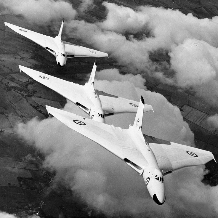 avro vulcan designed in 1940s first flight in 1952 avro hawker siddeley vulcan was one of 3. Black Bedroom Furniture Sets. Home Design Ideas