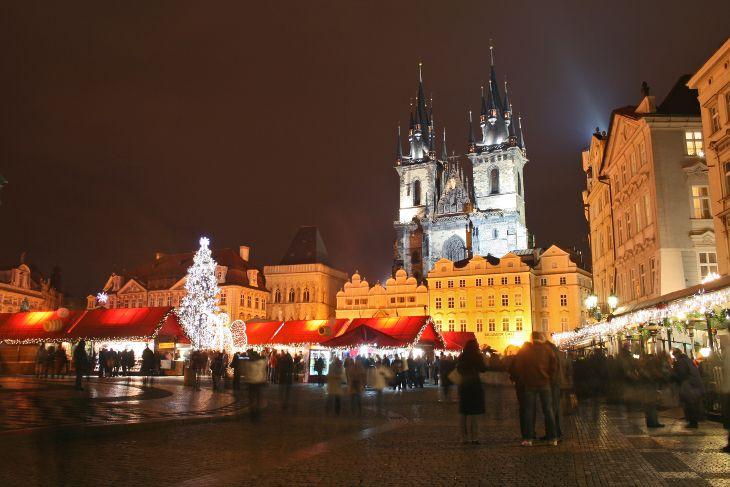毎年11月30日にプラハで伝統的なクリスマスマーケットが行なわれて、クリス マス雰囲気を作ります。 #Roboraion #czech #Prague #christmas #market #culture