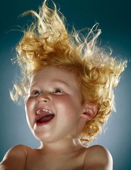 Cuando sonrío mi cabello vuela.