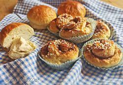 KANELBULLAR OCH KARDEMUMMABULLAR Goda, saftiga och luftiga bullar med en konsistens som vetedeg! #glutenfritt #glutenfree #dairyfree #kanelbullar #recipe #glutenfreerecipe #recept