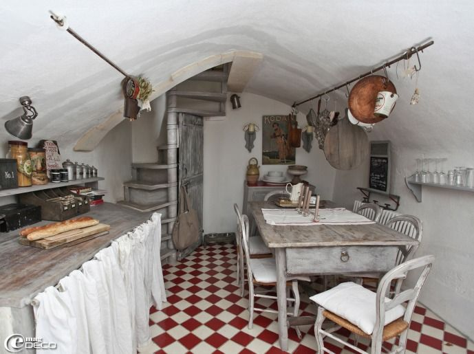 \♥/♥\♥/: Kitchens Interiors, Checkered Floors, English Kitchens, Vintage Home, French Country Farmhouse, Beautiful Interiors, Little Kitchens, Country Kitchens, French Kitchens