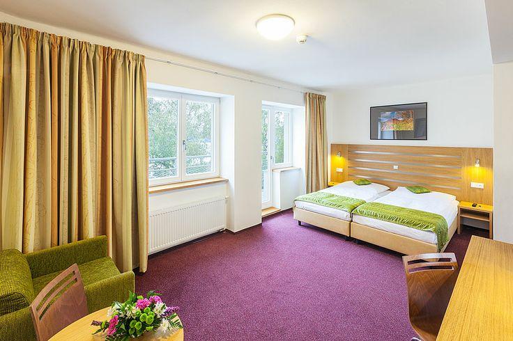 hotel Port Máchovo jezero www.hotelport.cz  Pokud se tedy chystáte na víkendový výlet či delší pobyt s dětmi, máme pro vás připravené výhodné ubytování Máchovo jezero a okolí si určitě zamilujete a věříme, že se sem rádi budete vracet.  Více informací ohledně ubytování naleznete zde: http://www.hotelport.cz/ubytovani-a-sluzby/ceniky-sluzeb.html Speciální nabídky zde: http://www.hotelport.cz/balicky-a-slevy/