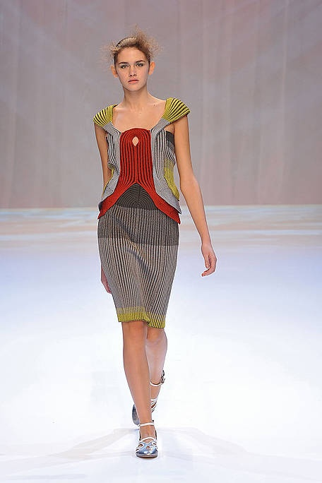 Hiroko Koshino SS 2010 : Do you get the impression the model is following the lead of the dress?