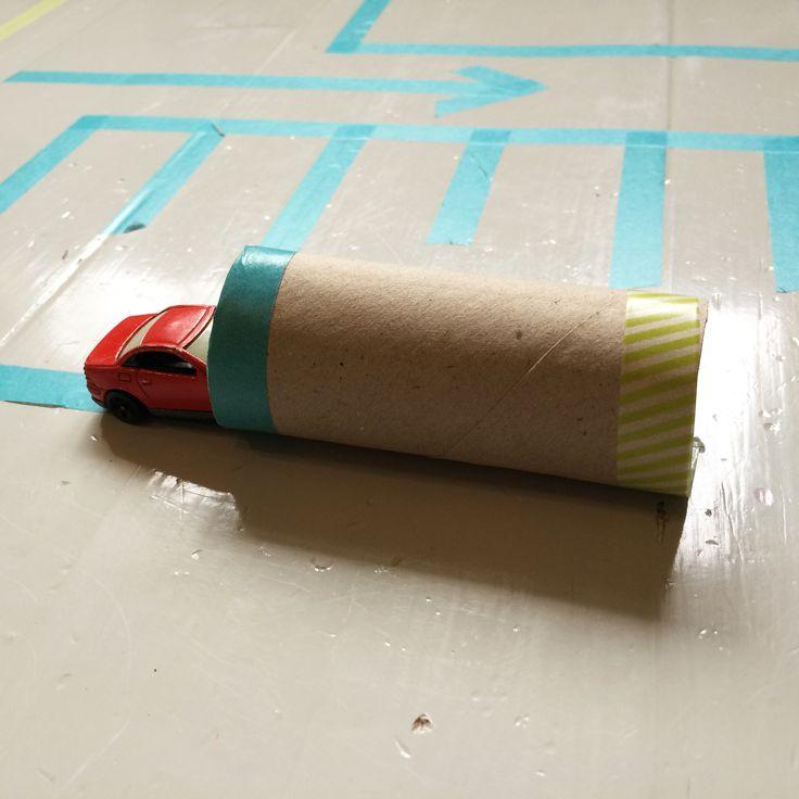 Autorata teipeillä | askartelu | kesä | käsityöt | koti | sisustus | kierrätys | kartonki | pahvi | masking tape | car track | DIY ideas | kid crafts | summer | recycling | cardboard | Pikku Kakkonen