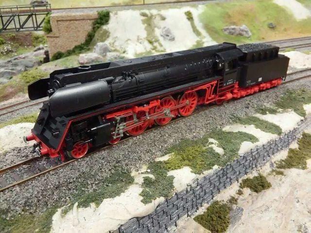 . Locomotora de vapor 2-3-1 tipo Pacific de los ferrocarriles alemanes DR, �poca III. Reproducci�n detallada del modelo BR 01 1512-1. Hecho en escala H0 y corriente continua en Alemania por Piko. Luces delanteras.Estado excelente, funcionamiento perfecto.Ca
