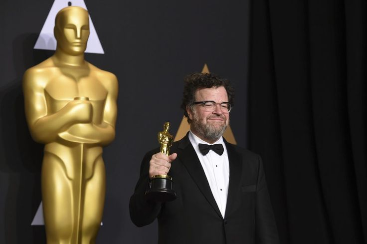Kenneth Lonergan won the Academy Award for Best Writing (Original Screenplay) for the film Manchester by the Sea in 2017.