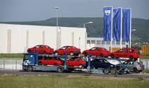 Platforme incarcate cu modele Dacia