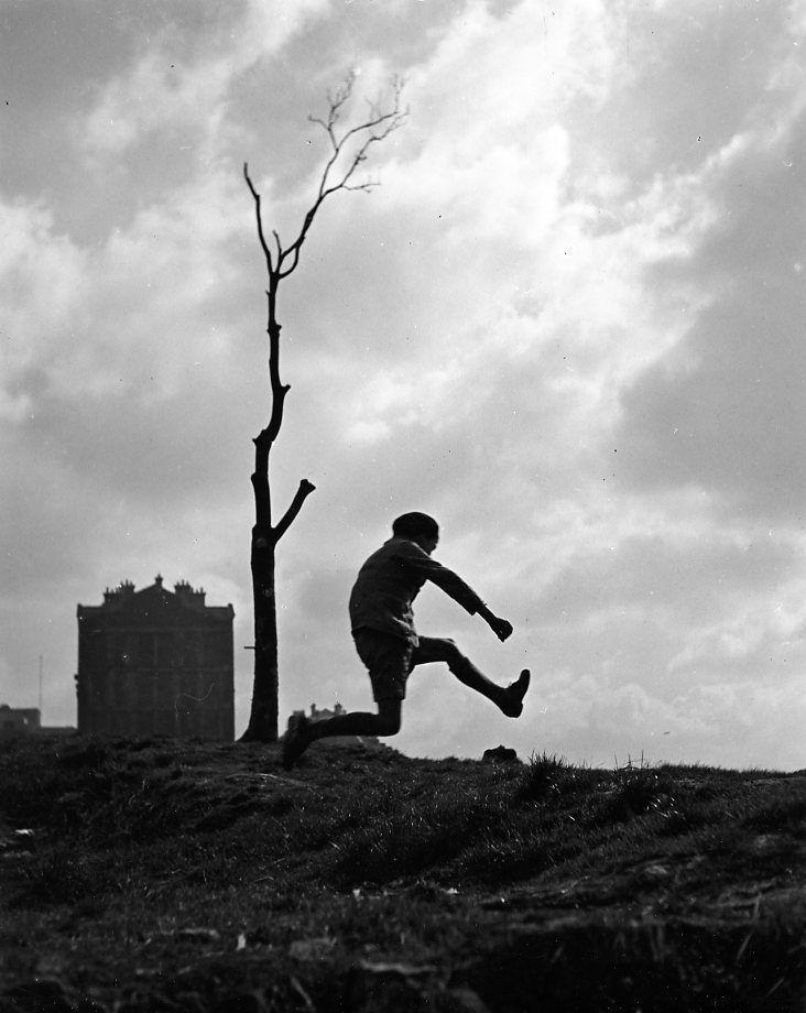 Robert Doisneau // Children - La poterne des peupliers, Paris 1934