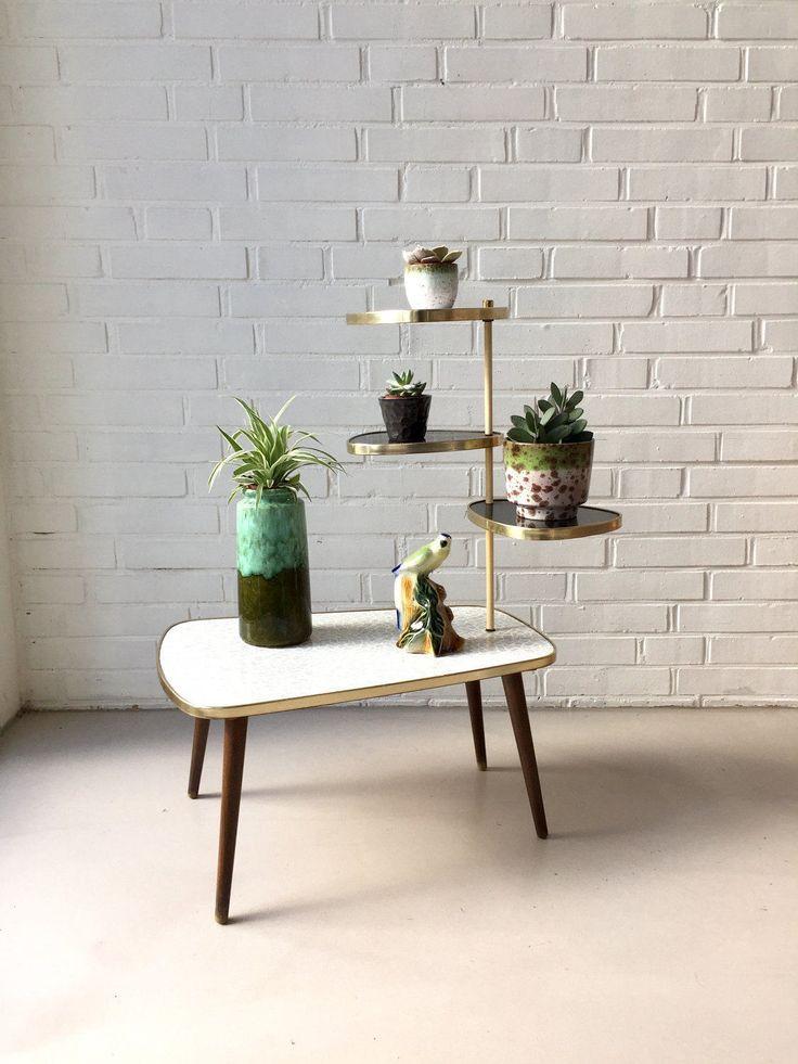 die besten 17 ideen zu blumentreppe auf pinterest mini kakteengarten blumenk sten f r balkon. Black Bedroom Furniture Sets. Home Design Ideas
