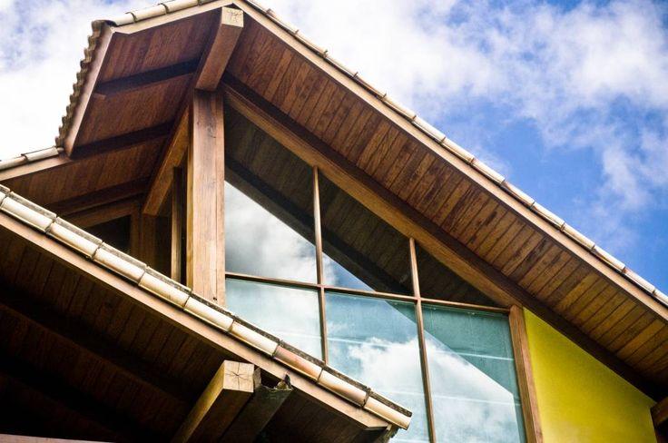 Casa MVDA: Casas campestres por CARLOS EDUARDO DE LACERDA ARQUITETURA E PLANEJAMENTO LTDA.