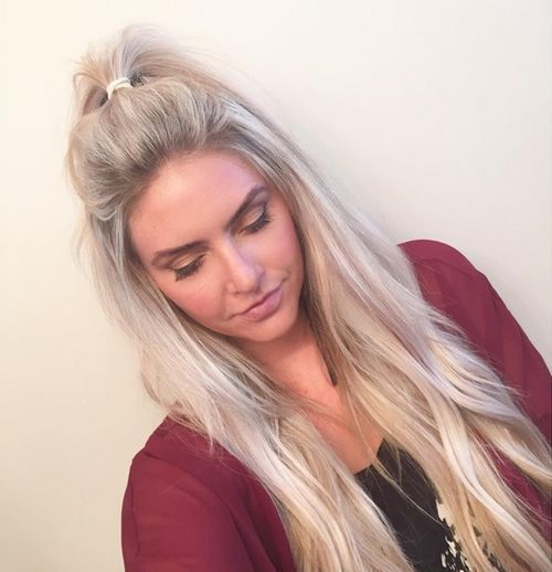 ash+blonde+messy+half+ponytail