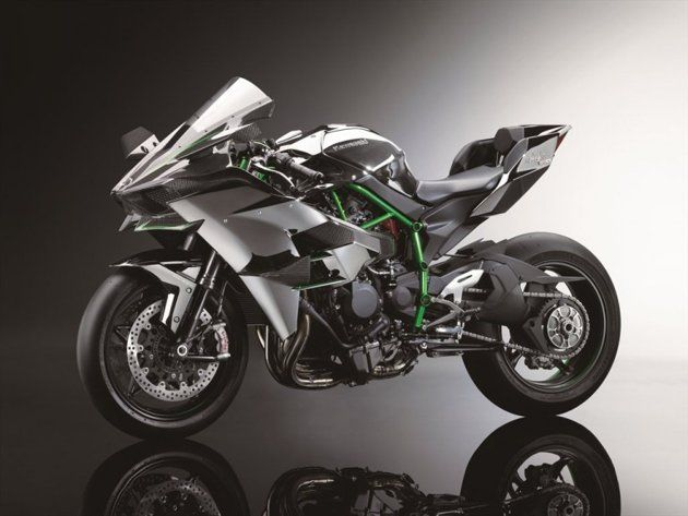 2015 KAWASAKI NINJA H2™R SPECIFICATIONS Engine: Supercharged, in-line four, liquid-cooled Displacement:998cc Supercharger:Centrifugal, scroll-type Maximum Power: approx 300hp Frame: Trellis, high-tensile steel TiresF: 120/600 R17 (racing slick)  R: 190/650 R17 (racing slick)